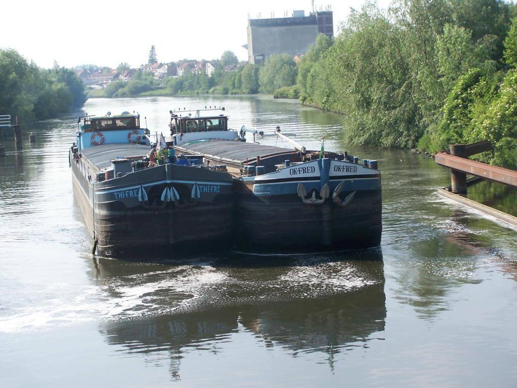 la batellerie exp rience fluviale sur les fleuves canaux et rivi res navigables transport. Black Bedroom Furniture Sets. Home Design Ideas